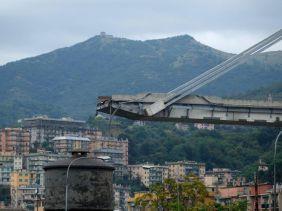 Un pont Autoroutier s'effondre à Gênes en Italie